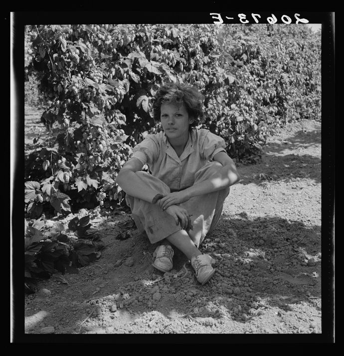 Independence (vicinity), Polk County, Oregon. Wife of an ex-logger, now a migratory field worker, resting in the shade of the hop vine at noon.
